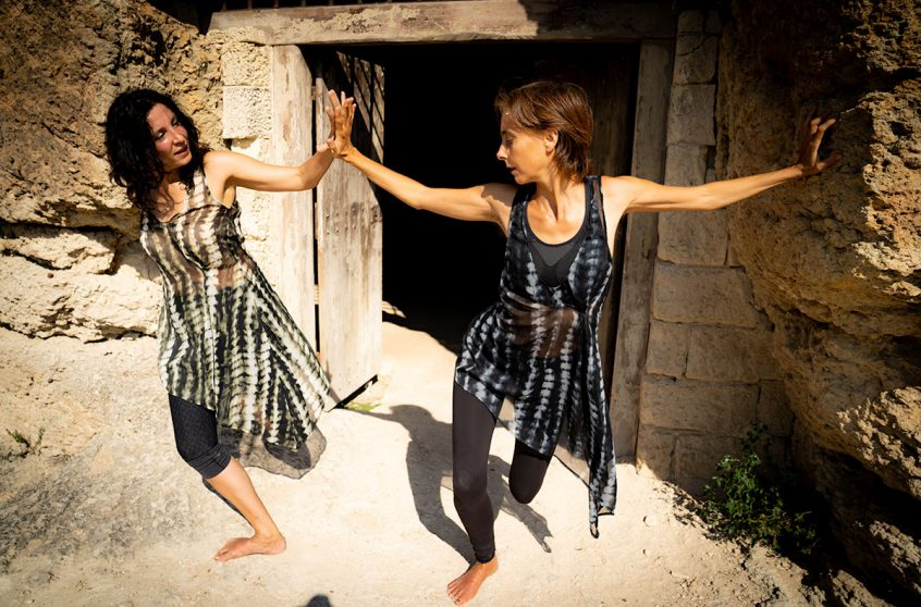 """Under the Rock/ Da Sotto la Roccia"" duet with Claudia Catani and Naomi Walker Photo Prue Jeffries"