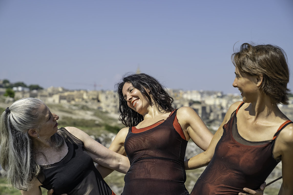 A Watermark Arts project filming in the Parco Murgia Timone, in Matera, Southern Italy. Pictured Naomi Walker, Claudia Catani & Elaine Colandrea dancers. Photo by Prue Jeffries